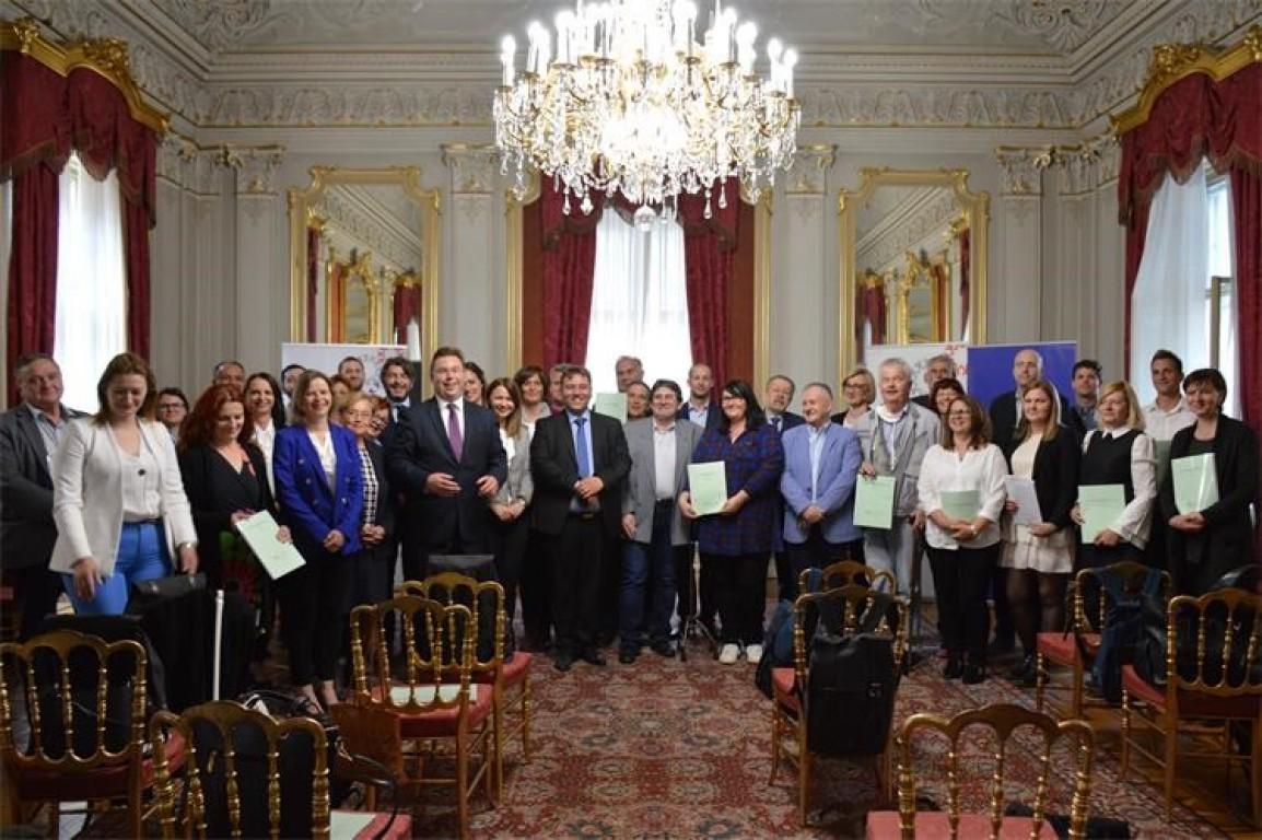 54 milijuna kuna iz Europskog socijalnog fonda za razvoj programa revitalizacije prostora u javnom vlasništvu kroz partnerstvo civilnog društva i lokalne zajednice 5